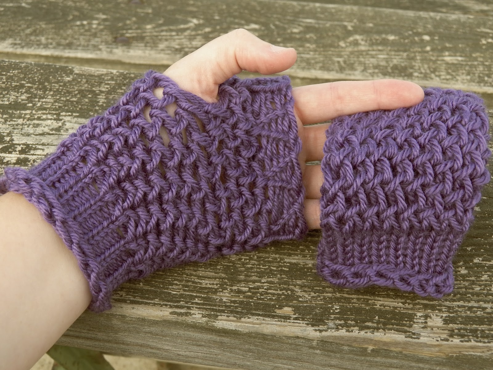 Knitting Mittens On A Loom : How to knit fingerless gloves on the knifty knitter loom