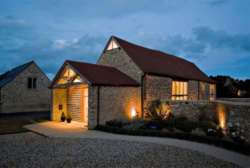 Come ristrutturare un fienile trasformandolo in residenza for Moderni piani casa fienile