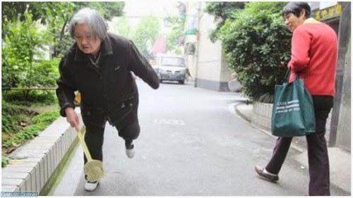 Pelik Seorang Nenek di China Membunuh 1000 Lalat Setiap Hari