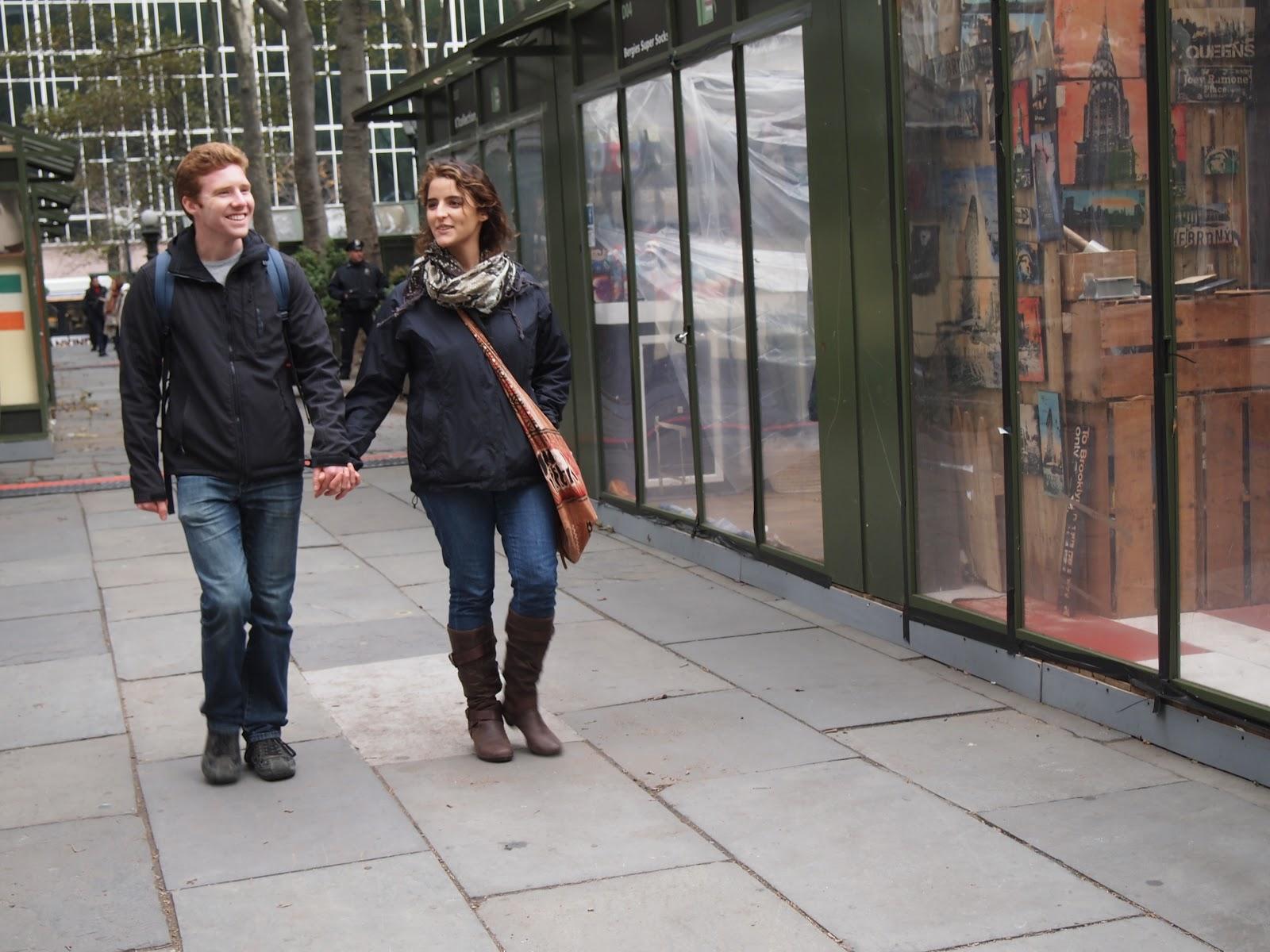 http://1.bp.blogspot.com/-rd-s1NydXyk/UJLHrTNvhCI/AAAAAAAABpE/3XohUj0Ymj0/s1600/couple+walking.jpeg