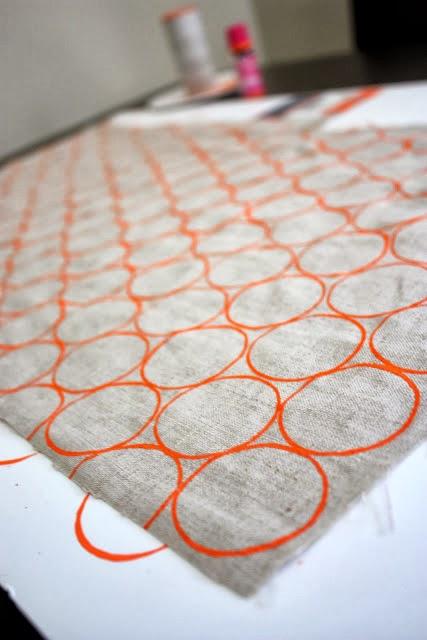 Estampar con rollos de papel higiénico en Recicla Inventa