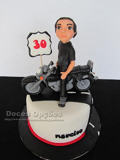 Bolo de aniversário com a moto do Narciso