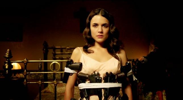 Adriana Ugarte como espía en El tiempo entre costuras