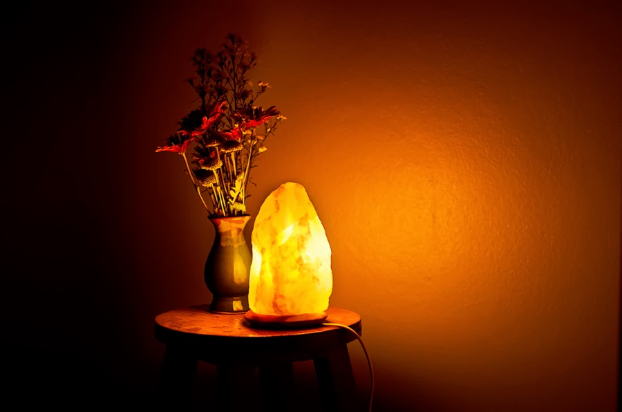 Salt Lamps And Moisture : salt lamps in the interior - ideas, colors, designs, installation