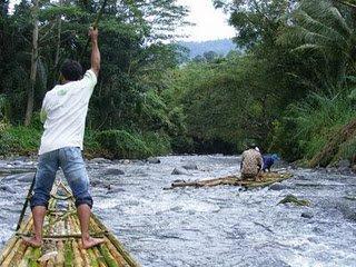 Rafting murah dengan bamboo rafting