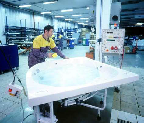 Установка системы гидромассажа на акриловые ванны Vitra