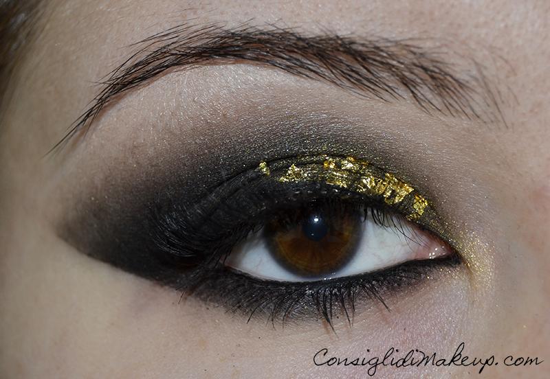 Trucchiamoci per le feste #2 - Smoky Eyes e Paillettes dorate a capodanno!