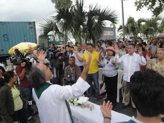EL PADRE ROGELIO CRUZ OFICIO MISA POR EL ACONDICIONAMIENTO DEL MALECON Y EL PARQUE EUGENIO MARIA DE HOSTOS Y DE OTRAS ZONAS ABANDONADAS