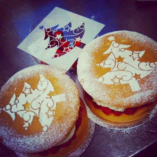 Victoria sponges decorated with Christmas motif