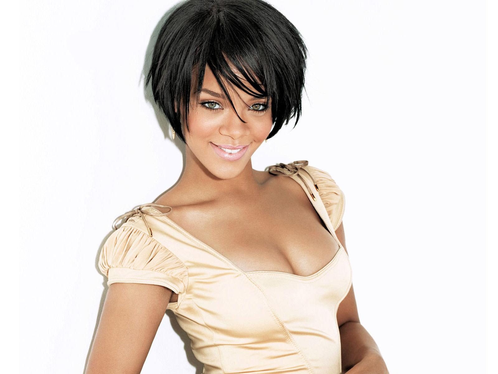 http://1.bp.blogspot.com/-reqK9Eu5z48/T1ZzUFKDsuI/AAAAAAAAE20/zBCSyp4V9os/s1600/Rihanna_-_A_Girl_Like_Me.jpg