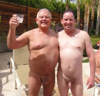 Belos homens maduros nus: solo e transando.