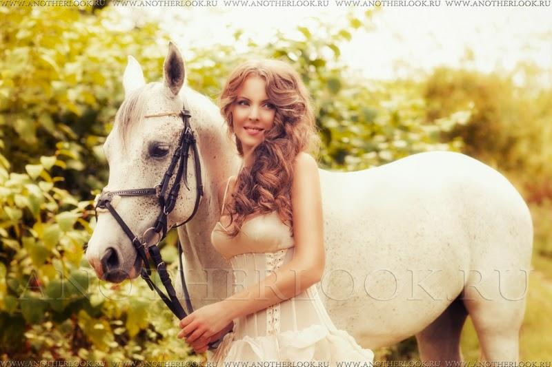 красивая фотосессия с белой лошадью