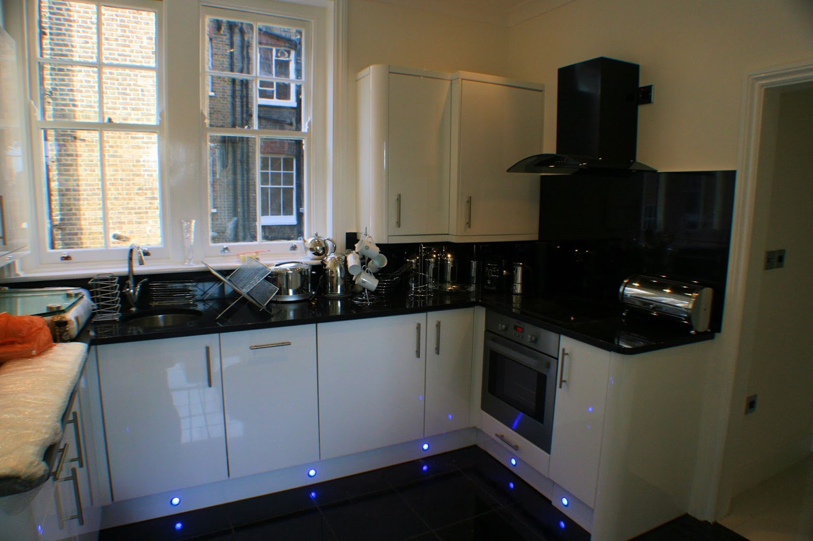 Kitchen Fitter London Builders In Chelsea Smoothing Out The Kitchen Layout Efficiently