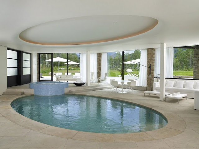 Interior pool with jacuzzy in the Aspen Residence by Stonefox