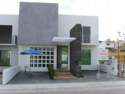 fachada contemporanea con balcon y cantera oscura en muro