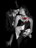 pareja-de-amantes-con-flor-roja