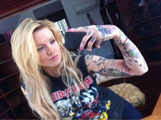 Tatuagem the rock braços da mulher