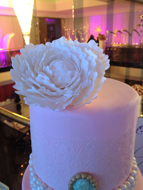 montreal lace wedding cake