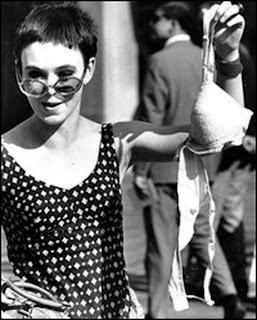 sejarah pakaian dalam wanita