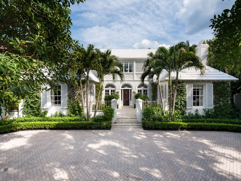 A bermuda style palm beach home by john volk for rent for Beach style homes