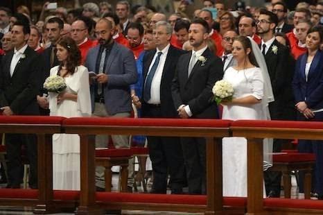 Đức Giáo Hoàng Phanxicô tháo gỡ ràng buộc cho những cặp vợ chồng sống trong 'tội lỗi'