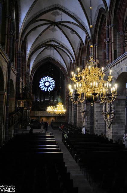 Vista de la nave central de la Catedral de Bremen