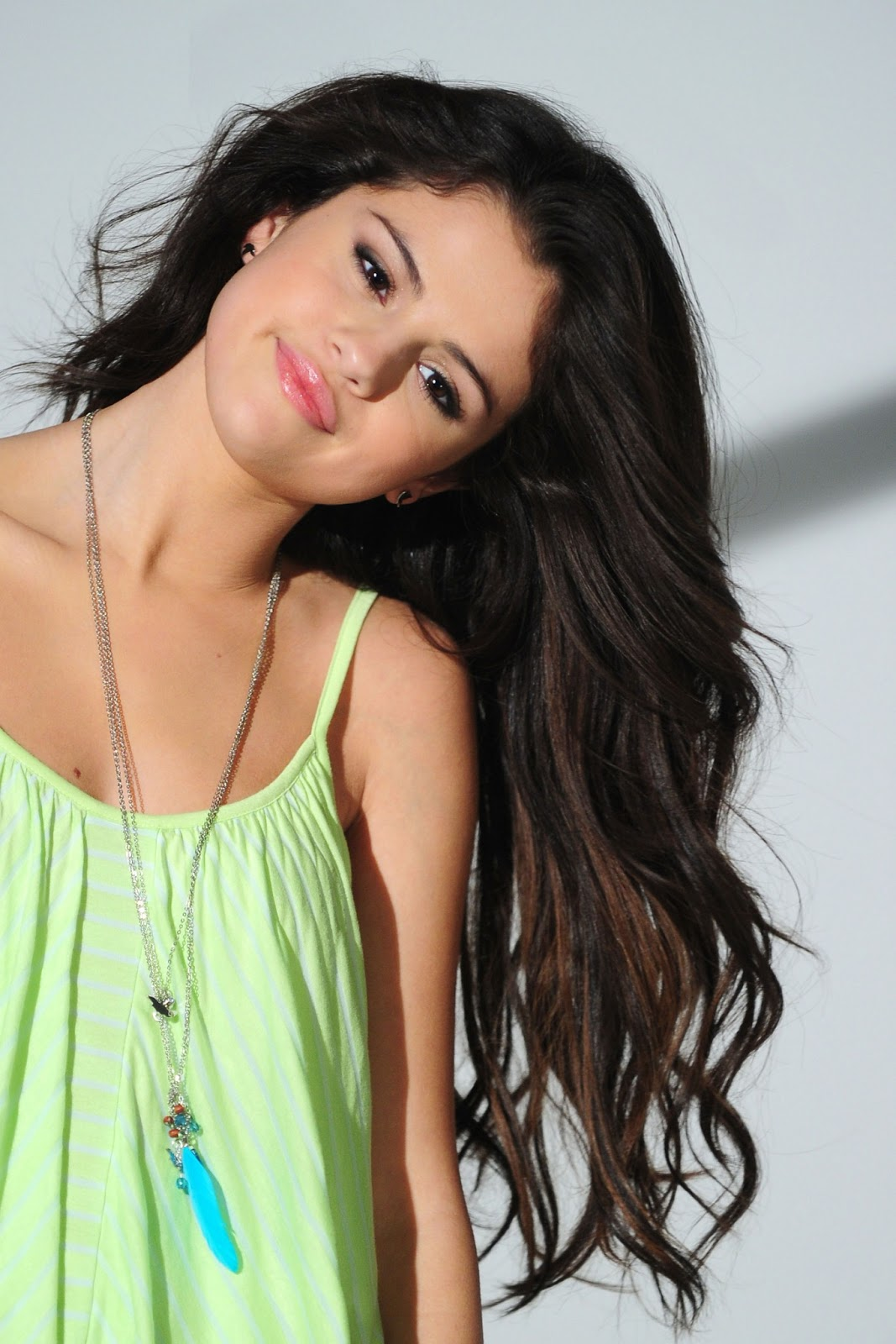 Wallpapers For Desktop Background Free Downloadselena Gomez Spring Breakers Wizard Of Lovely Place Hd Postures Images Photos And Pictures