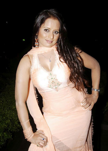 tanisha stunning in churidar photo gallery