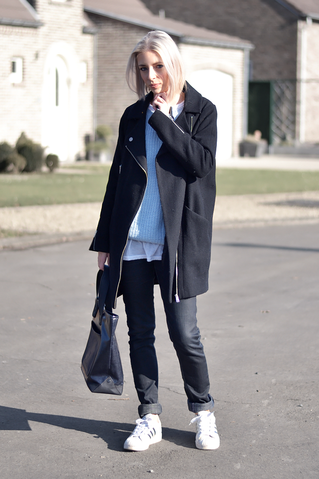 Wearing primark baby blue jumper, light blue, asos biker coat, boyfriend jeans, layers, adidas superstar, adicolor W5, marc by marc jacobs tote bag