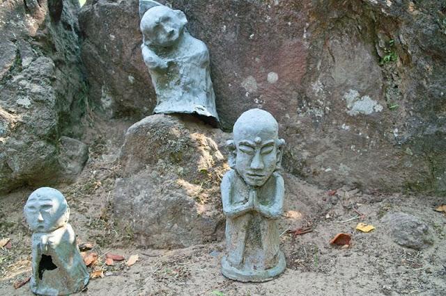 ハニベ岩窟院の大仏