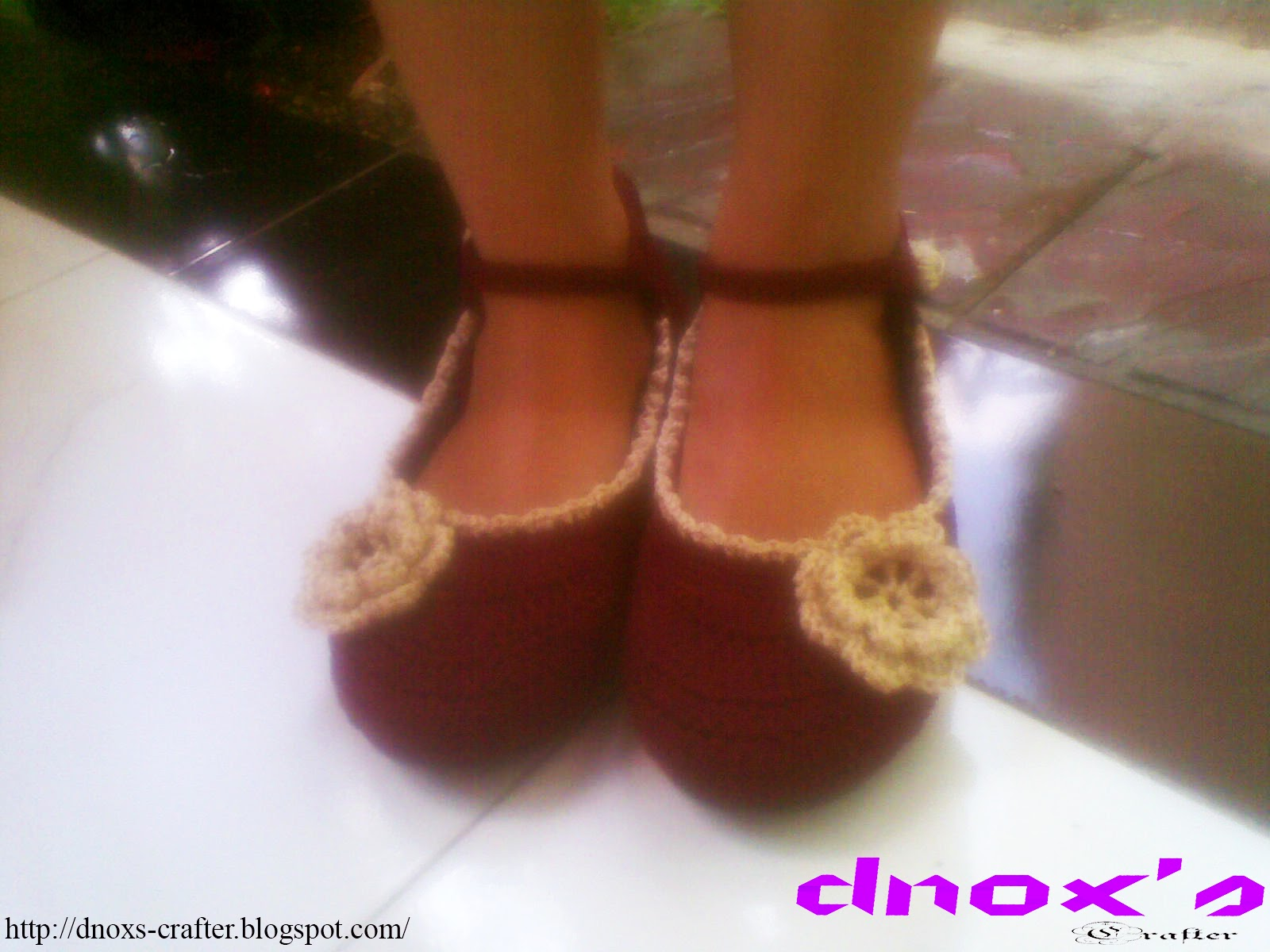 Sepatu rajut karet coklat