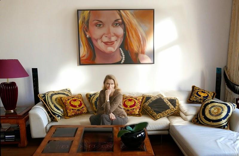 Frauenportrait xxl im Raum