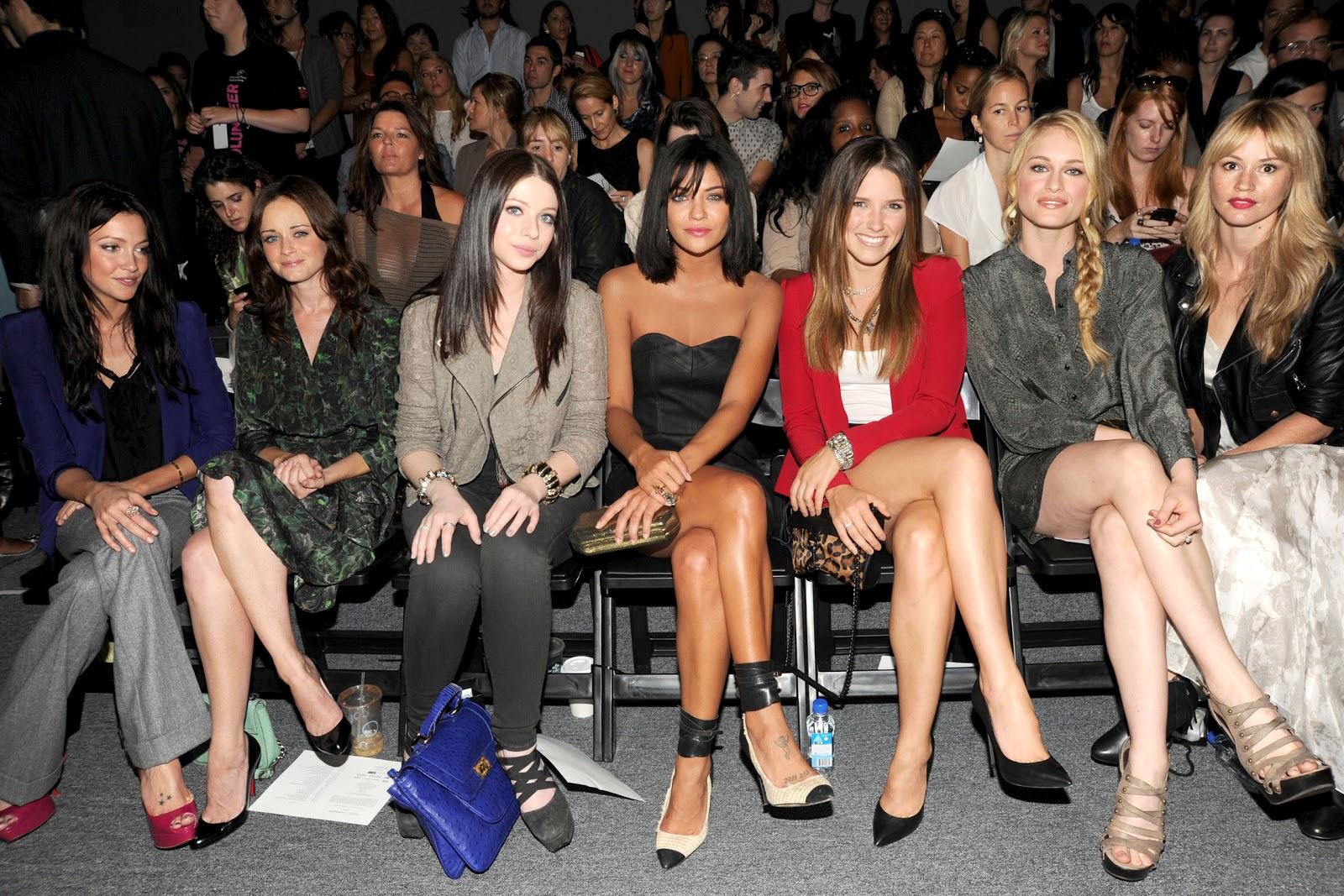 http://1.bp.blogspot.com/-rh2cptRSySM/TnavklDFBgI/AAAAAAAAGWM/Tre8CT7XmOo/s1600/Katie+Cassidy%252C+Alexis+Bledel%252C+Michelle+Trachtenberg%252C+Jessica+Szohr%252C+Sophia+Bush%252C+Leven+Rambin.jpg