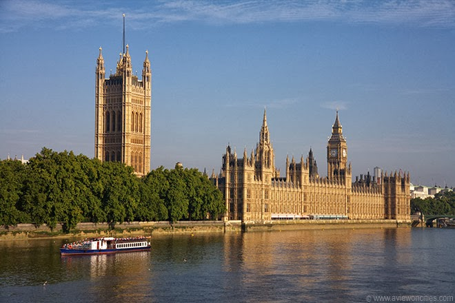 Houses-of-Parliament-seen-from-Lambeth-Bridge