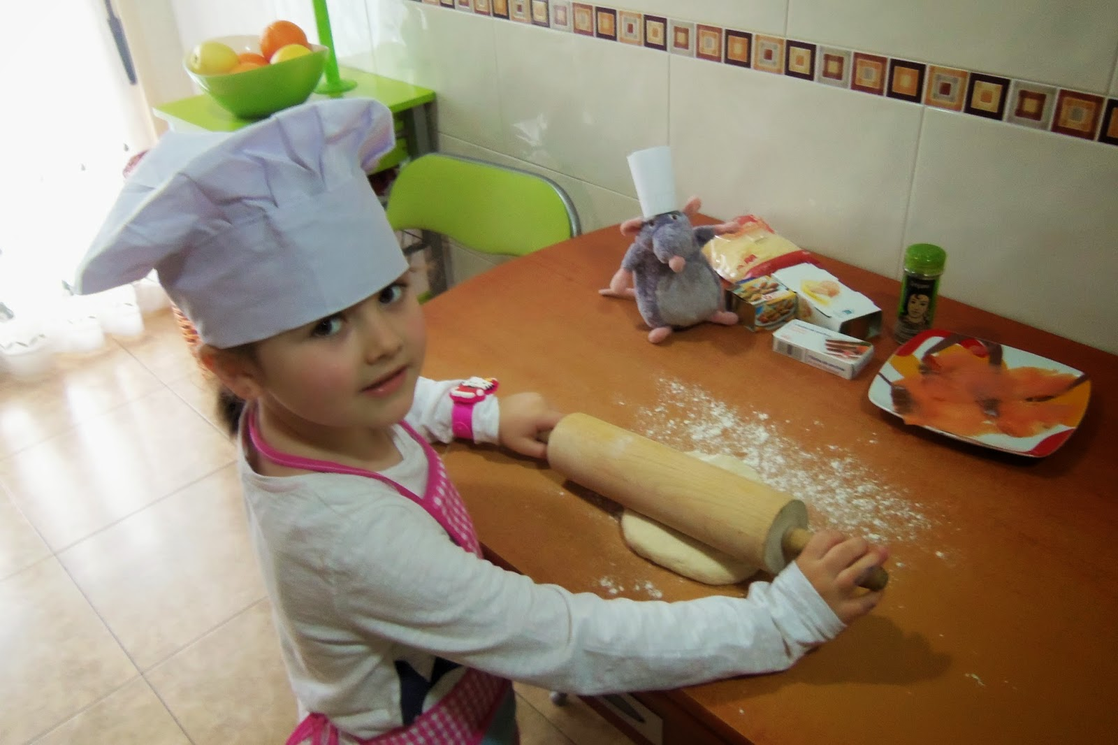 Receta de pizza de Salmon con niña chef
