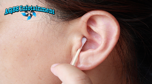 Ketika muncul jerawat di telinga, banyak orang gemas untuk memencet jerawat tersebut. Padahal, sama seperti pada wajah, memencet jerawat yang ada di telinga pun tidak dianjurkan.