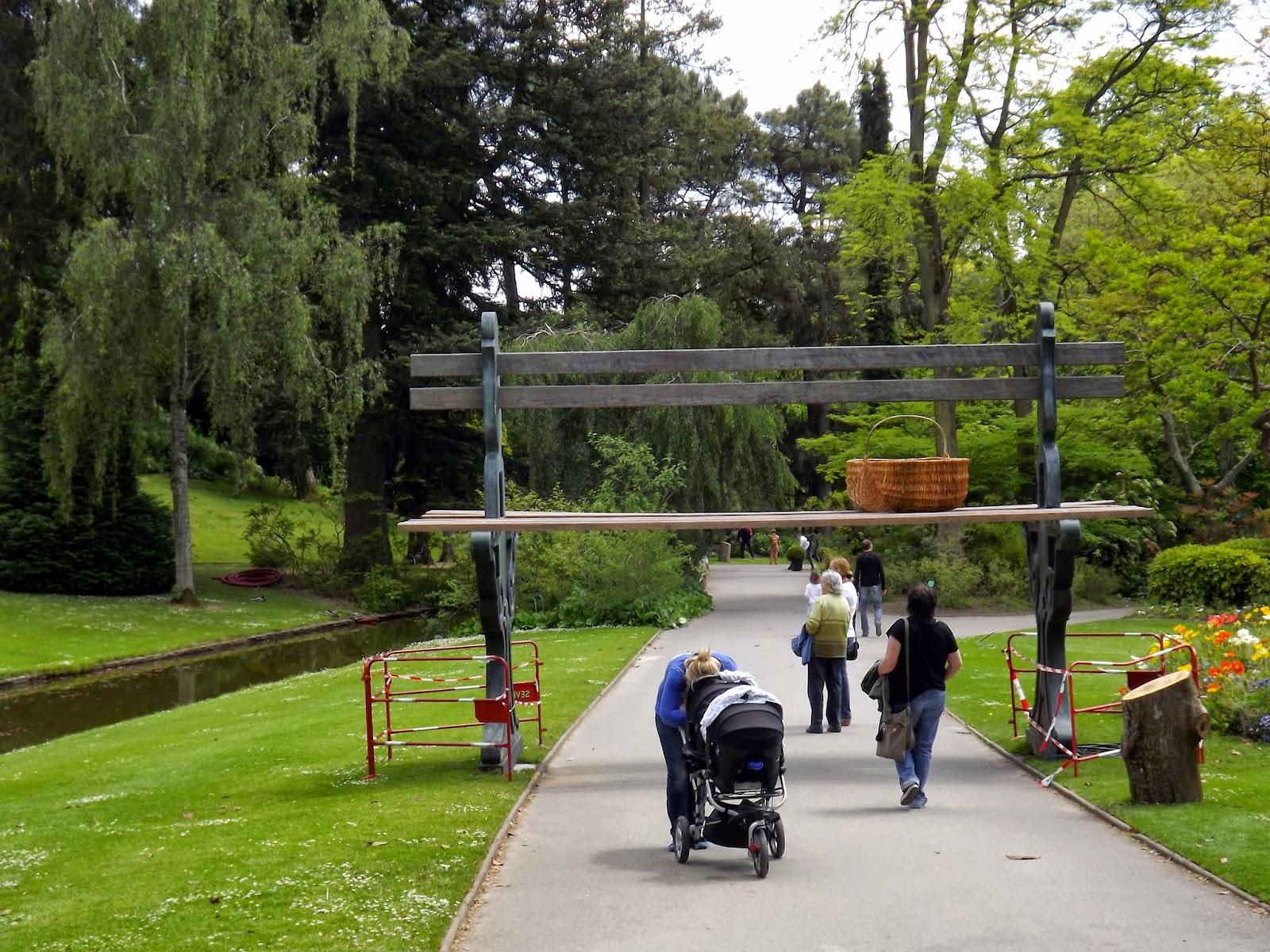 Banc géant jardin des plantes Nantes | Détours de France.