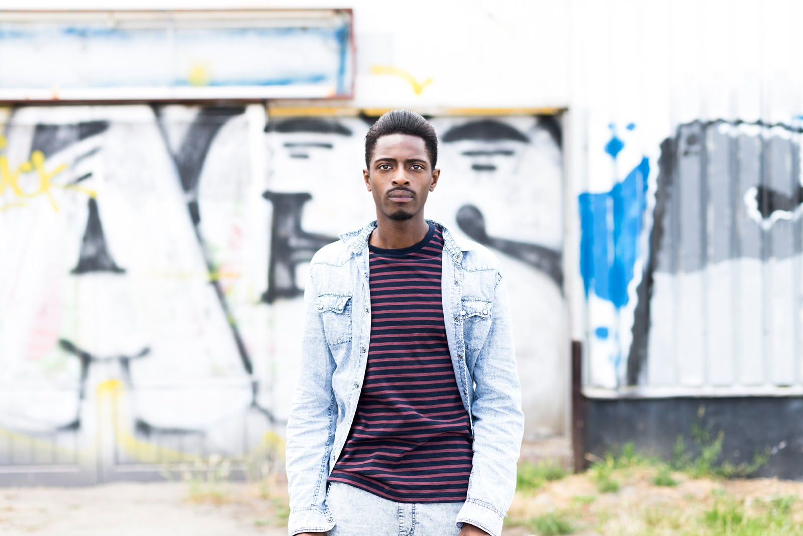EXPERIMENTING WITH ACID BLUE & BURGUNDY: TRANSITIONAL STYLE SUMMER FALL WINTER 2015. zANEROBE JEANS FILIPPA K TEE JACK PURCELL X CONVERSE SNEAKERS SOULSTAR CLOTHING SHIRT BY JONTHEGOLD PHOTOGRAPHY BY DIDIER VAN HOVE LOCATION ANTWERP