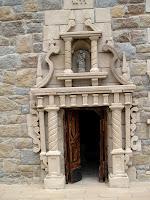 Reproducció de la porta nord de l'església parroquial de Moià en el maqueta de Josep Fonts