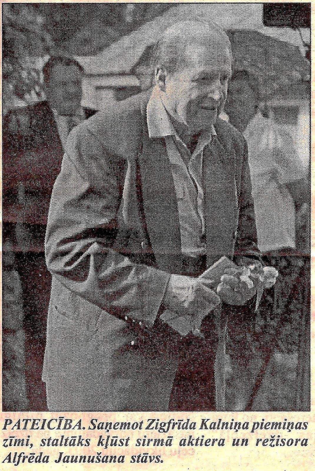 Alfrēds Jaunušāns 2000. gada 5. augustā , saņemot Zigfrīda Kalniņa piemiņas zīmi