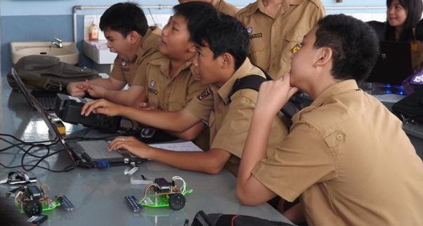 Belajar Robot di Sekolah