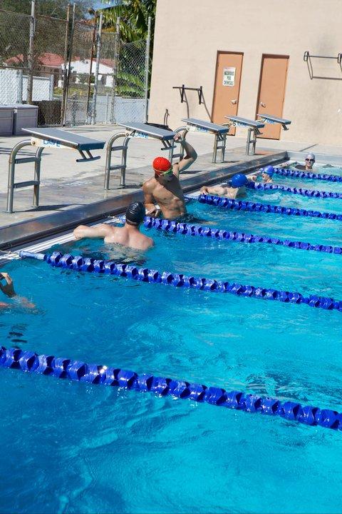 Grachiya fotos daniel en la piscina sin marca for Piscinas actur