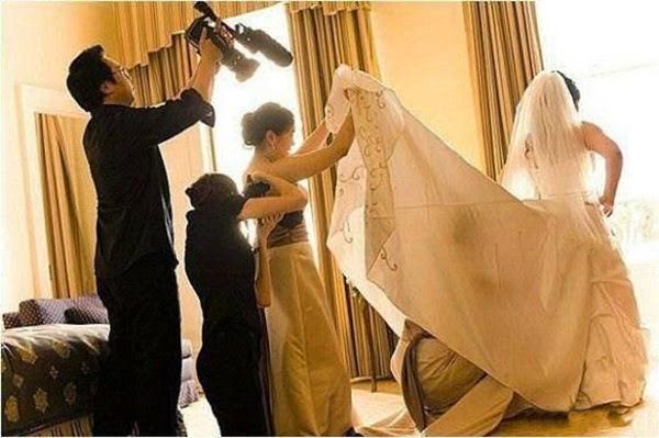 أطرف صور العروسين في حفلات الزفاف  Funny-wedding-photos-17
