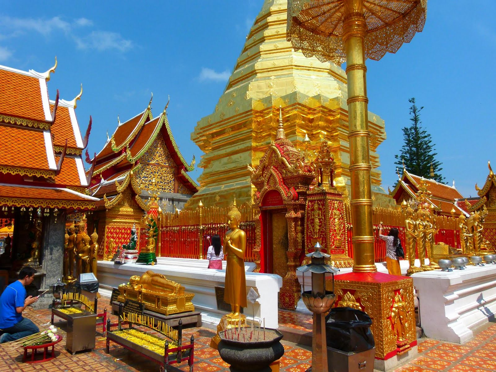 HERE AND THERE: Wat Phrathat Doi Suthep