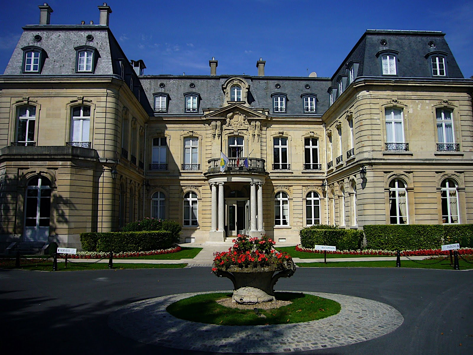 Choice luxury hotels chateau les crayeres reims in france for Les hotels francais