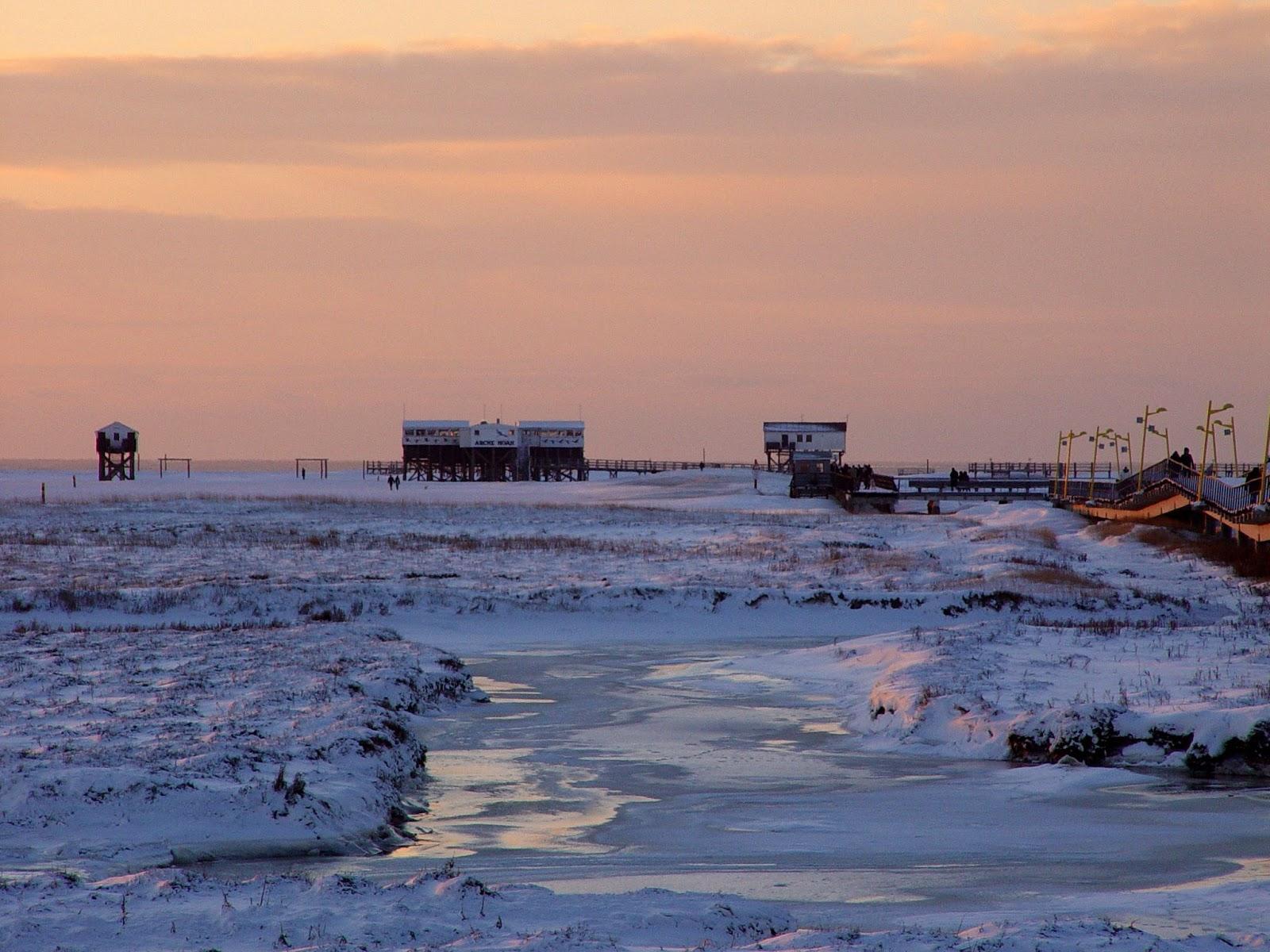 St. Peter-Ording Arche Noah und Badbrücke im Schnee
