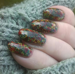 Esmaltes da Kelly  Frogger and Pet'la Plate Golden Russian