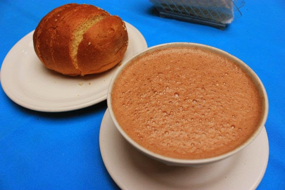 Chocolate caliente y pan de yema