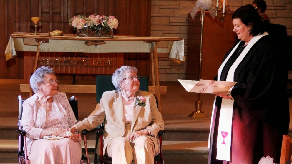 IOWA COUPLE OF 72 YEARS FINALLY GETS MARRIED - 29 Breathtaking Photographs of The Human Race
