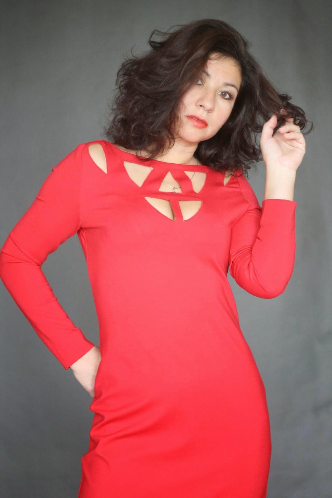 Через дырку в платье